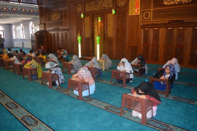 Yaz Kur'an kursuna katılan çocuklar sınava tabi tutuldu