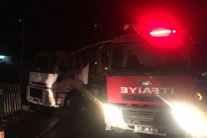 Seyir halinde alev alan TIR'ın sürücüsü yaralandı