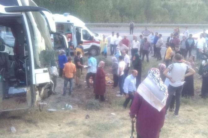 Van-Bitlis Karayolunda otobüs ile otomobil çarpıştı: 4 ölü 13 yaralı
