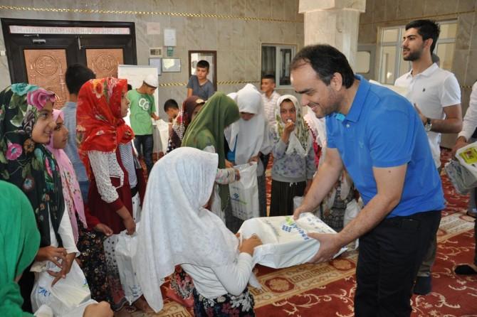 Batman'da MÜSİAD'dan Kur'an öğrenen yüzlerce çocuğa ayakkabı yardımı