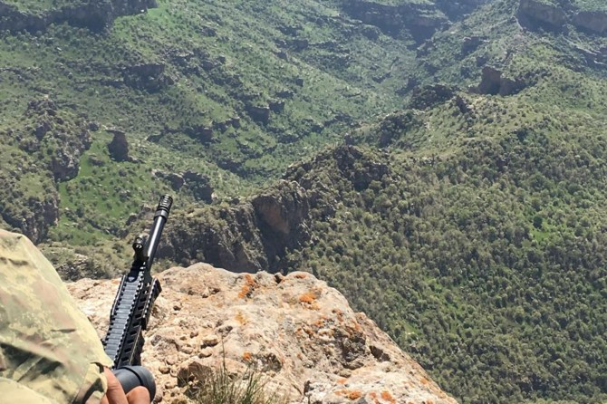 Hakkari Yüksekova'da 2 PKK'li öldürüldü