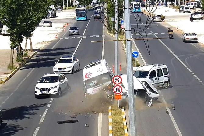 Adıyaman'da trafik kazaları MOBESE'ye yansıdı video