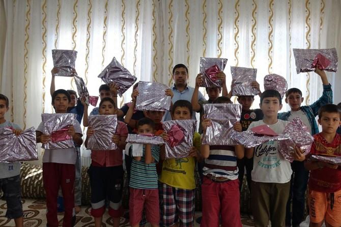 Şanlıurfa Viranşehir'de namaz eğitimde derece yapan çocuklara hediye