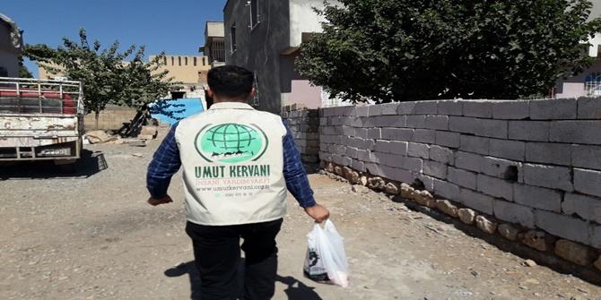Umut Kervanı Çınar'da 500 aileye kurban eti dağıttı