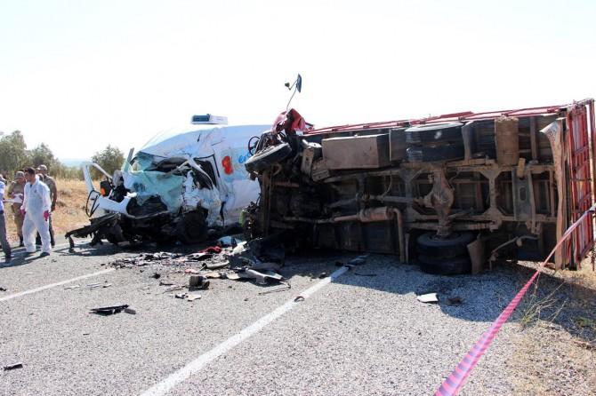 Fıstık işçilerini taşıyan kamyonet Gaziantep Oğuzeli'de kaza yaptı: 7 ölü 20 yaralı