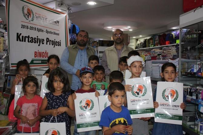 Avrupa Yetim-Der'den çocuklara kırtasiye yardımı