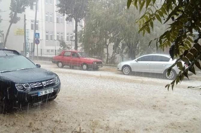 Çermik'te dolu ve sağanak yağışı etkili oldu