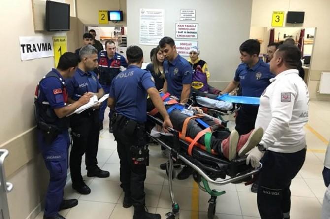 Mültecileri taşıyan otobüs devrildi: 39 yaralı