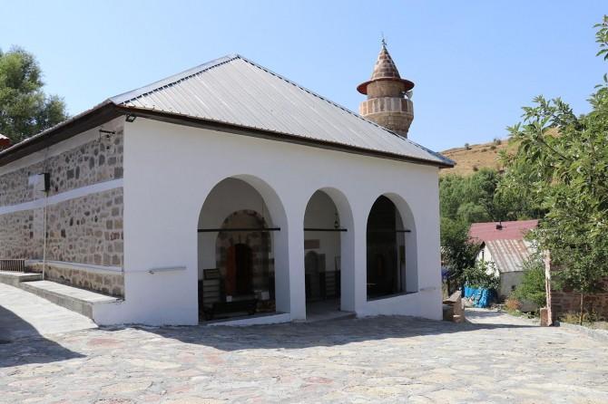 Bingöl Kiğı'da restorasyonu biten 600 yıllık cami ibadete açıldı
