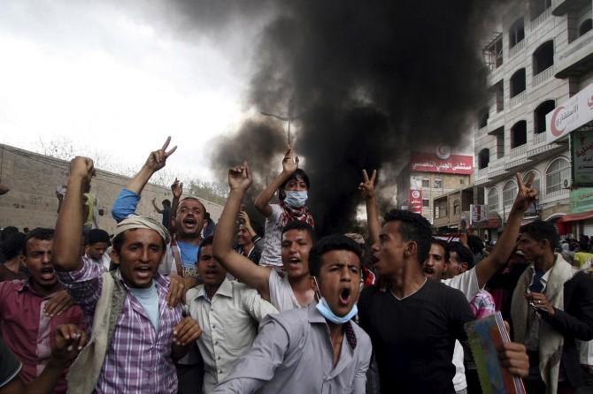 Suudiler Hudeyde'yi bombaladı