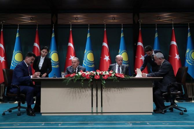 Türkiye ile Kazakistan arasında 2 milyar dolarlık projeler imzalandı