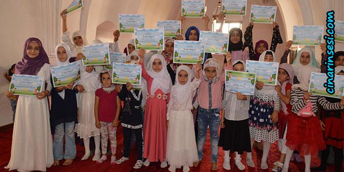 Siirt'te namaz eğitimi alan kız çocuklarına sertifikaları verildi