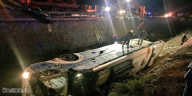 Afyonkarahisar'da yolcu otobüsü devrildi: 8 ölü 27 yaralı