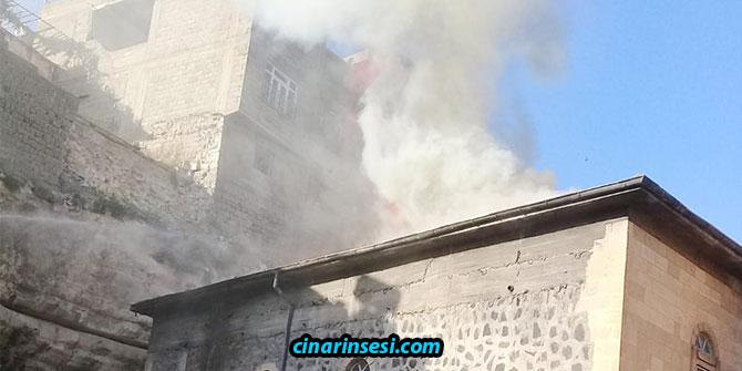 Şanlıurfa Birecik'te çıkan yangın Tarihi Mağara Camisini kullanılamaz hale getirdi