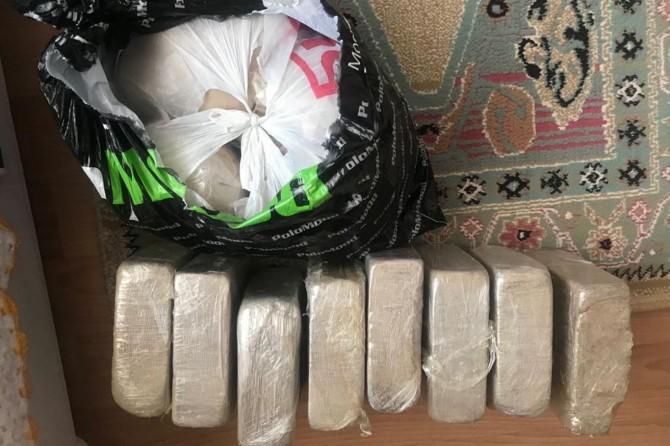 Van'da yüklü miktarda eroin ve kaçak sigara ele geçirildi