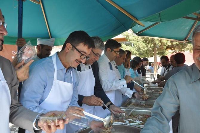 Kızıltepe'de 6 bin kişilik aşure dağıtıldı