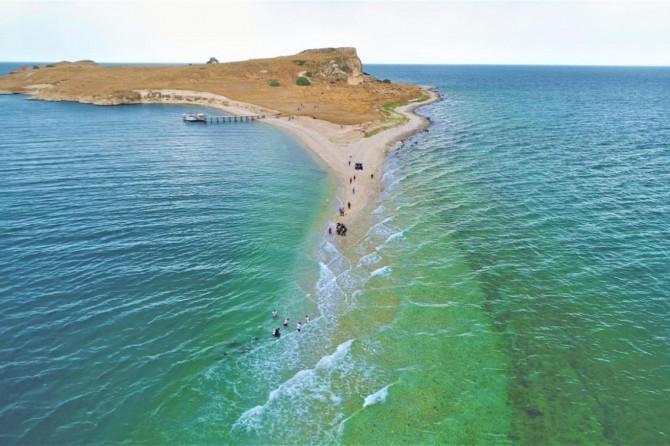 Çarpanak Adası'na su altındaki antik yoldan yürüyüş yapıldı