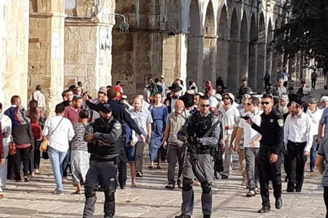 Yüzlerce işgalci Yahudi Mescid-i Aksa'ya baskın düzenledi