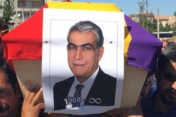 HDP'li eski vekilin cenazesi Ermeni bayrağına sarıldı