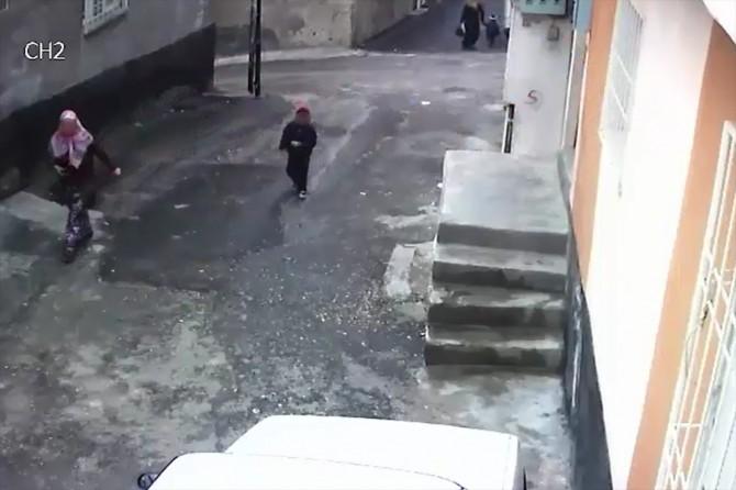 Çiğ köfte bahanesiyle 46 evden hırsızlık yaptı