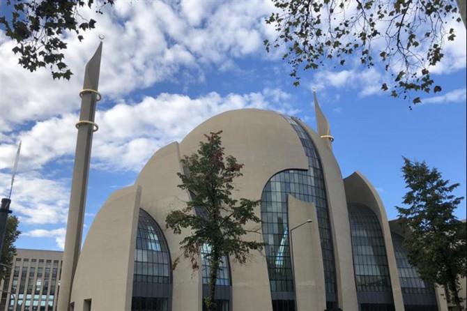 Köln Merkez Camii ibadete açılıyor