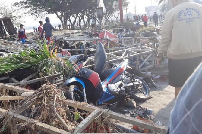 Endonezya'da deprem ve tsunami: Yaklaşık 400 ölü