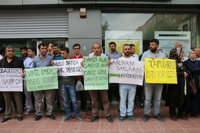 Van'da konut mağdurları eylem yaptı