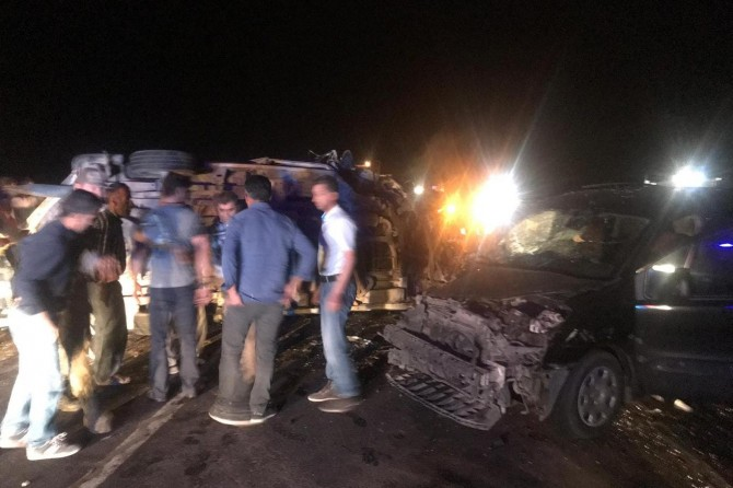 Midyat-Dargeçit karayolunda iki araç çarpıştı: 14 yaralı