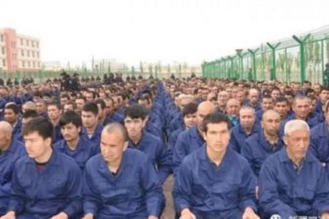 """Çin """"gözetim kamplarını"""" yasallaştırdı"""