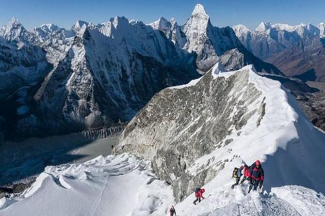 Nepal'de 8 dağcı öldü 9'u kayboldu