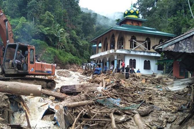 Endonezya'da şiddetli yağışlar: 22 ölü