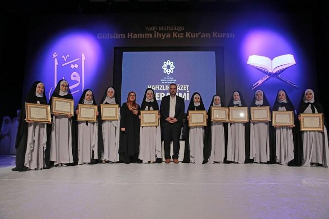 İstanbul'da 30 hafize taç giydi