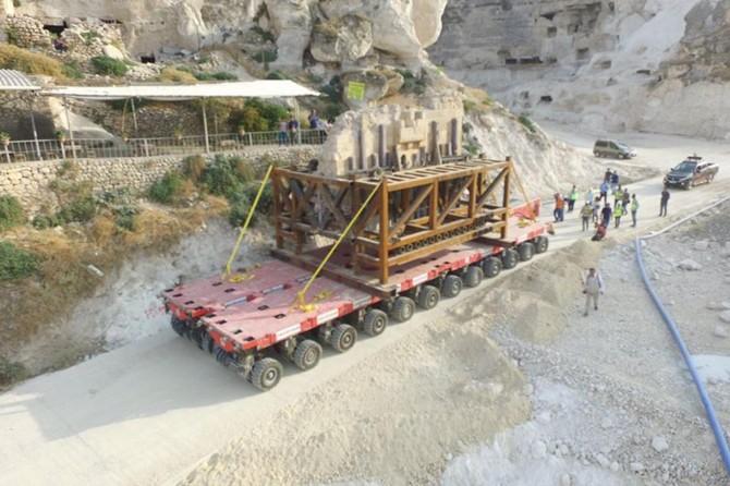 Hasankeyf'te 1400 yıllık tarihin ilk parçası taşındı