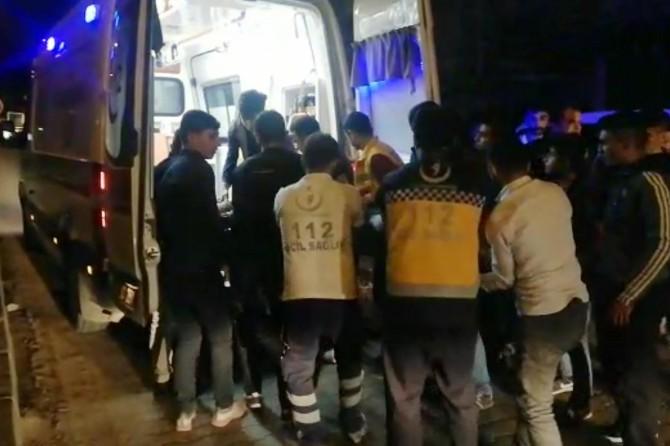Çınar'da motosiklet açılan araç kapısına çarptı: 2 yaralı