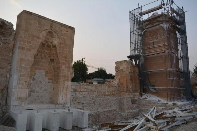 611 yıllık minare taş taş sökülerek taşınıyor