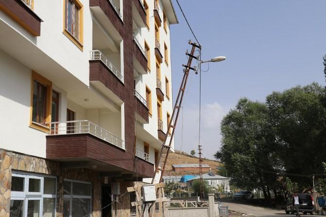 Tehlike saçan elektrik direnin kaldırılmamasına tepki