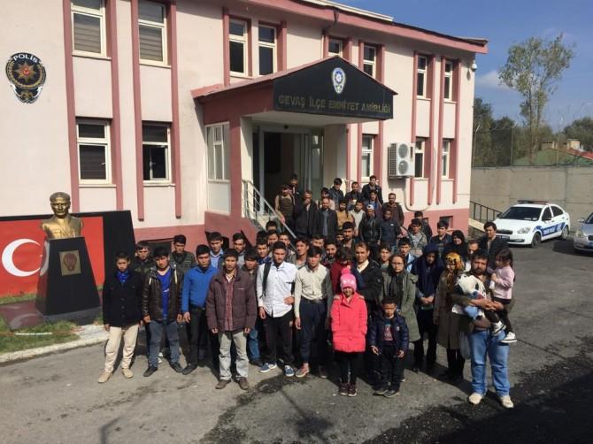 Van'da 56 göçmen yakalandı
