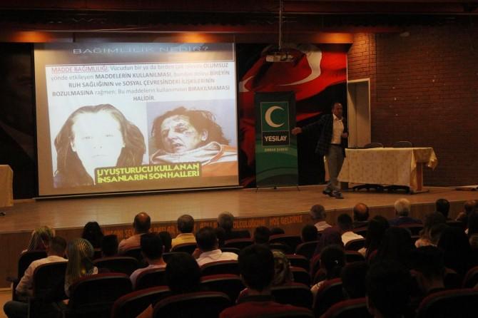 Silopi'de öğrencilere bağımlı olma özgür ol semineri verildi