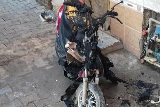 Nusaybin'de park halindeki elektrikli motosiklet alev aldı