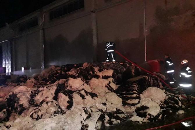 Tekstil fabrikasındaki yangın maddi hasara neden oldu