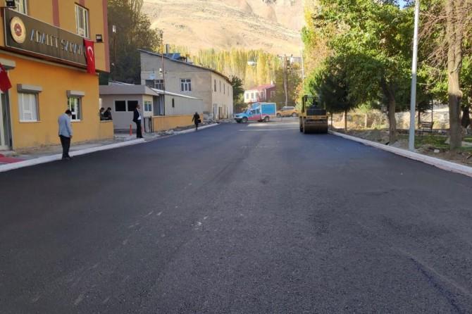 Bahçesaray'ın merkez caddeleri asfaltlandı