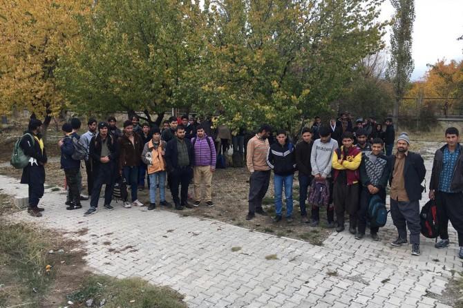 Van'da 47 göçmen yakalandı