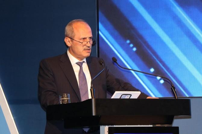"""Bakan Turhan'dan """"Büyük İstanbul Tüneli"""" açıklaması"""