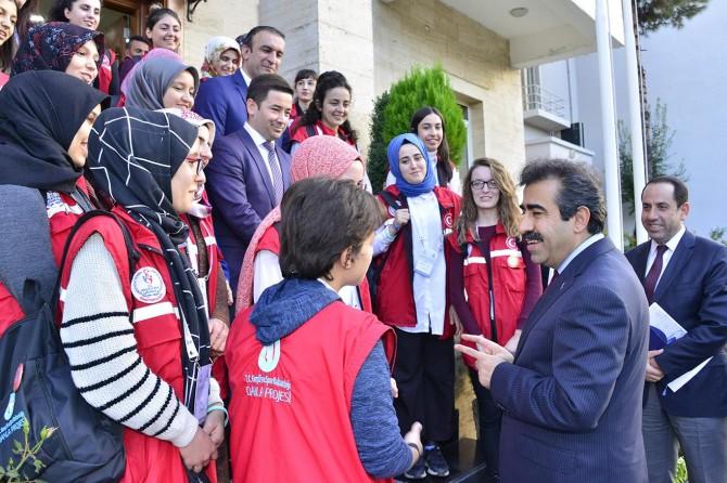 """""""Damla"""" projesi kapsamında gönüllü gençler Diyarbakır'da"""