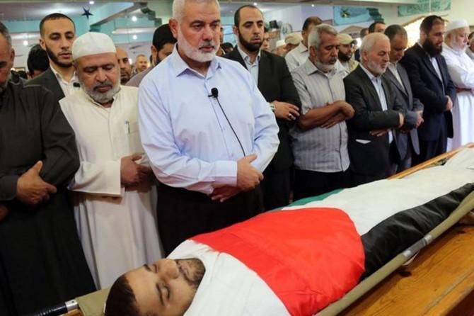 Mısır ordusunun katlettiği Filistinli balıkçı toprağa verildi