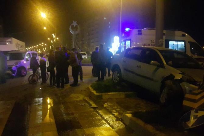 İki aracın karıştığı kazada sürücüler yara almadan kurtuldu