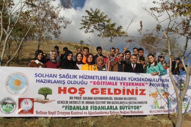 Öğrenciler bin fidanı toprakla buluşturdu
