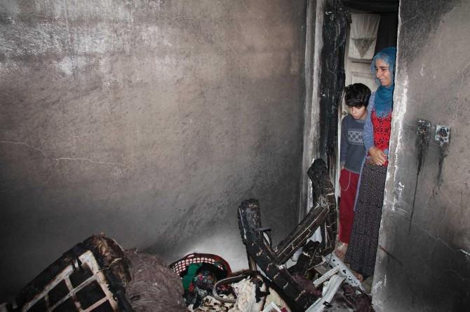 Evi yanan 5 çocuklu anne yardım bekliyor