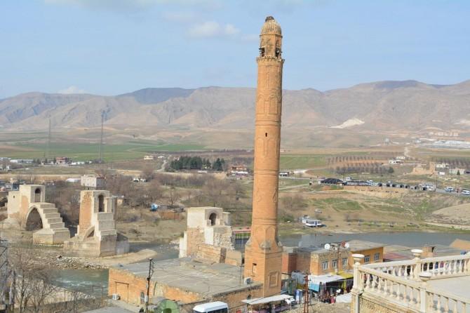 Asırlık minarenin taşları tek tek sökülerek taşınıyor
