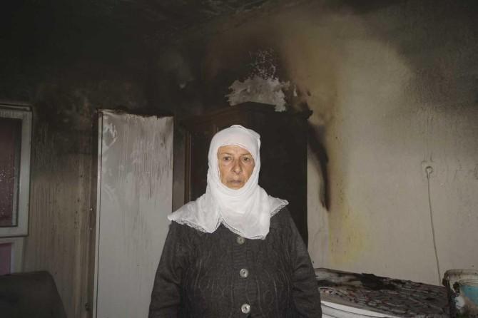 Batman'da evi yanan yaşlı kadın yardım bekliyor